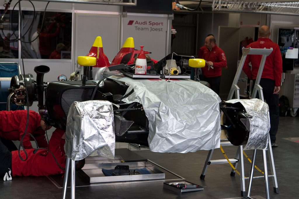 Under cover Audi - Chassis: 105   - 2009 24 Hours of Le Mans