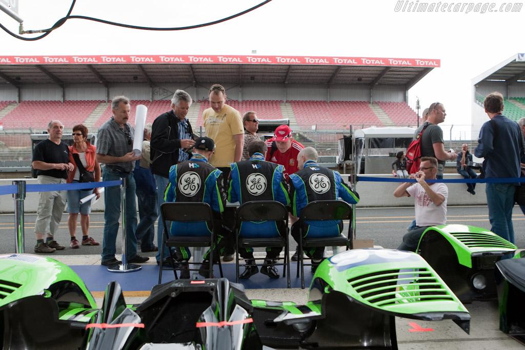 Highcroft autograph session    - 2010 24 Hours of Le Mans