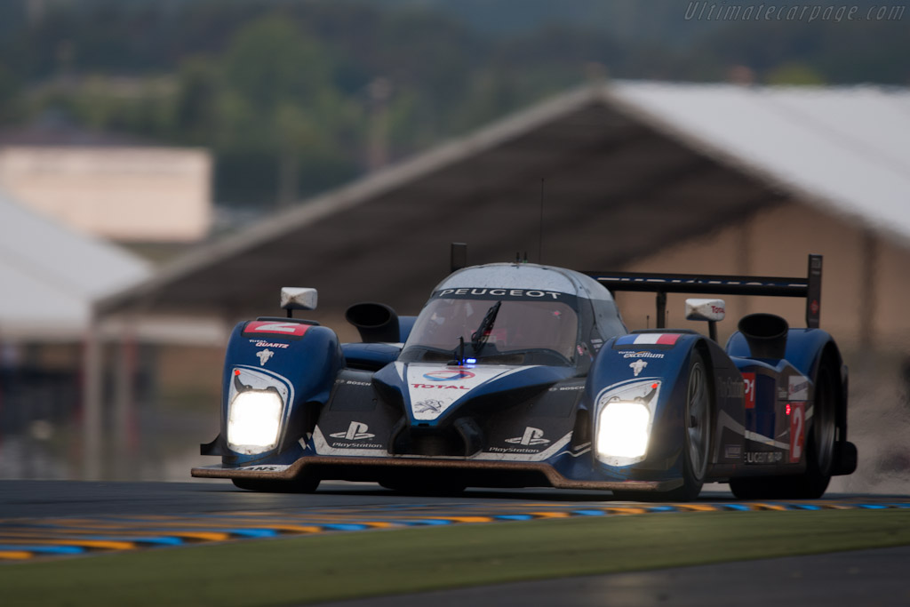Last lap for #2 Peugeot - Chassis: 908-07   - 2010 24 Hours of Le Mans