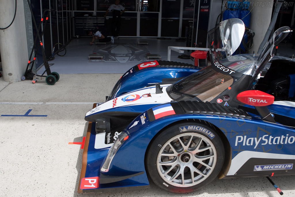 Note the pit box floor - Chassis: 908-06   - 2010 24 Hours of Le Mans
