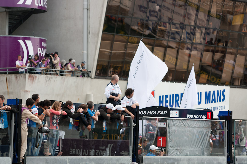 Peugeot Applauding Audi win    - 2010 24 Hours of Le Mans