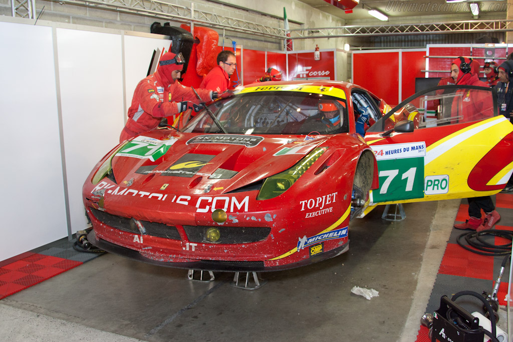 AF Corse Ferrari with problems - Chassis: 2822   - 2011 24 Hours of Le Mans