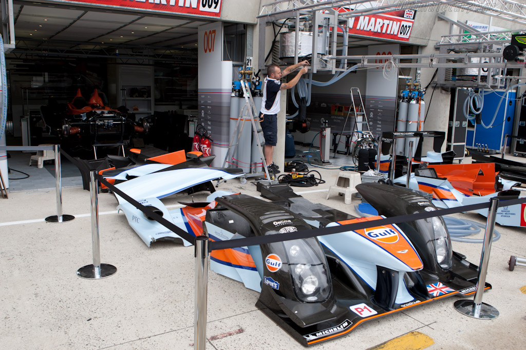Aston Martin in bits - Chassis: 2  - 2011 24 Hours of Le Mans