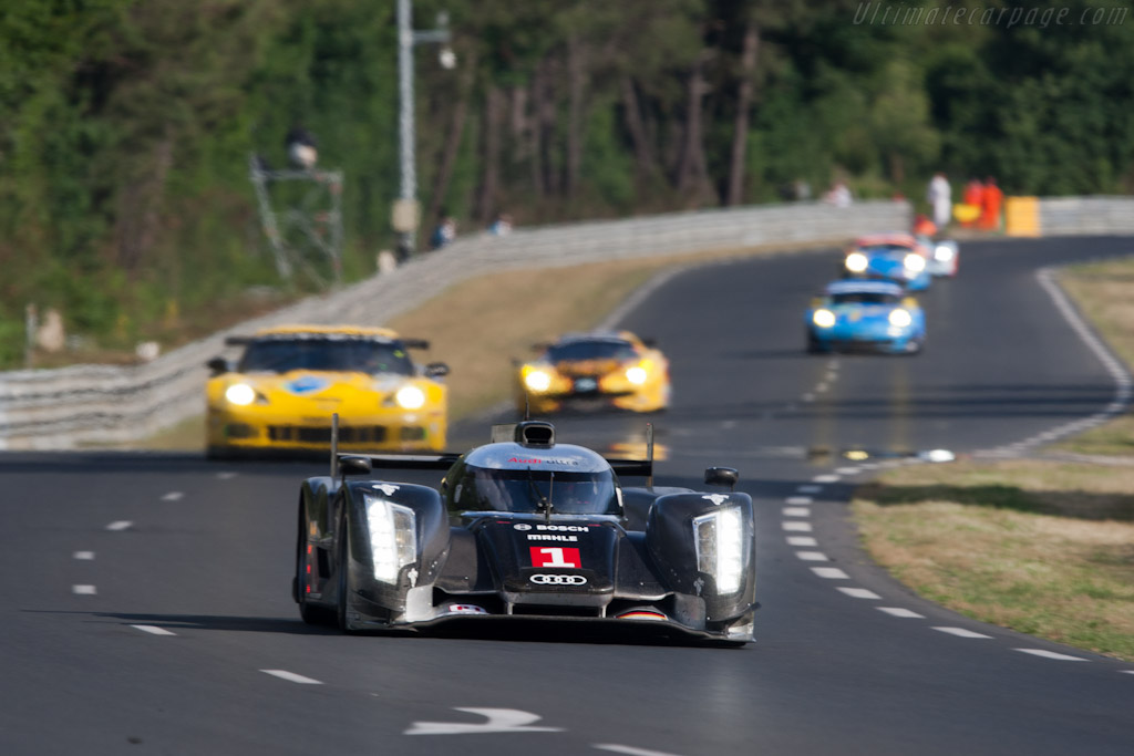 Audi R18 on the run to the Porsche curves - Chassis: 104   - 2011 24 Hours of Le Mans