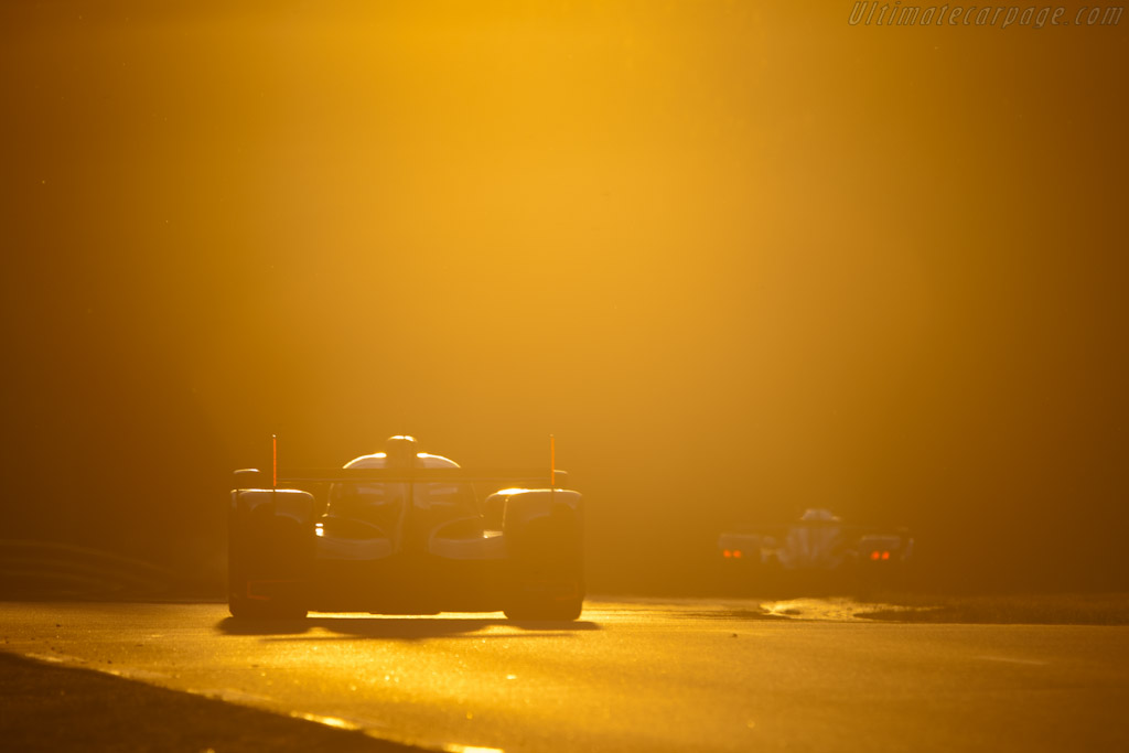 Audi chasing Peugeot - Chassis: 104   - 2011 24 Hours of Le Mans