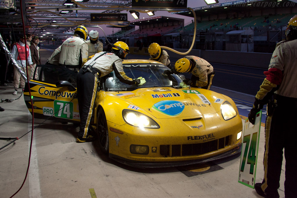 Corvette stop - Chassis: 004   - 2011 24 Hours of Le Mans