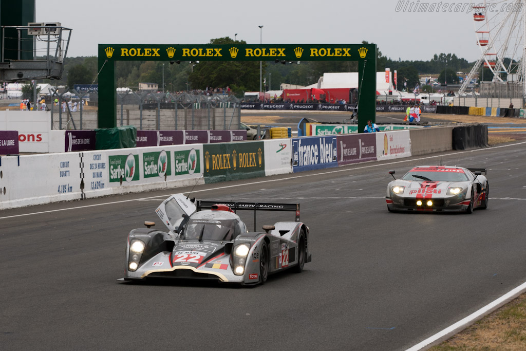 Final cars across the line - Chassis: B1060-HU01S   - 2011 24 Hours of Le Mans