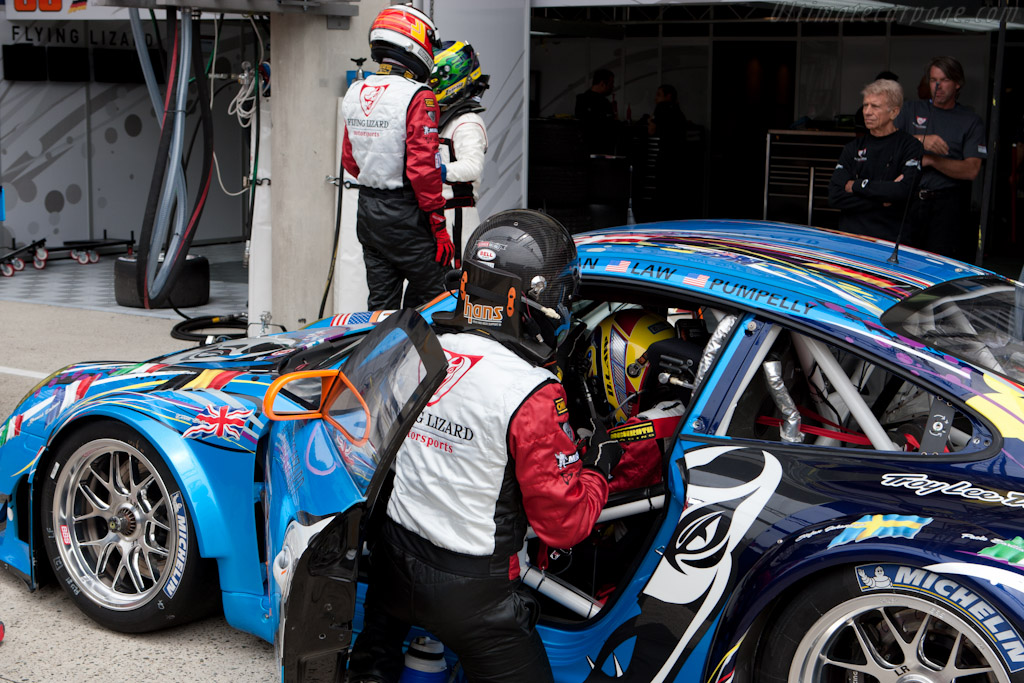 Flying Lizard driver change practice - Chassis: WP0ZZZ99Z8S799912   - 2011 24 Hours of Le Mans