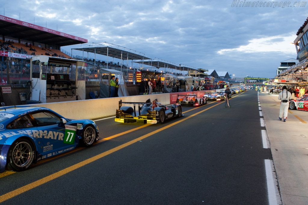 Lining up for first qualifying session - Chassis: 05   - 2011 24 Hours of Le Mans
