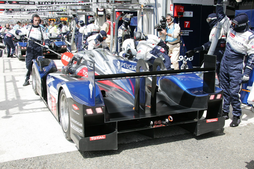 Peugeot stop - Chassis: 908-04   - 2011 24 Hours of Le Mans