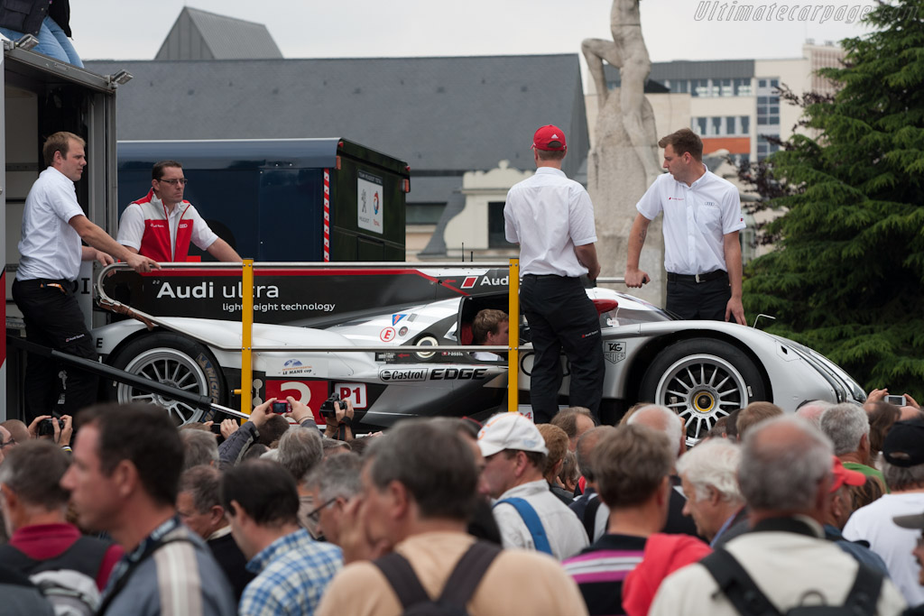 R18 in the crowd - Chassis: 105   - 2011 24 Hours of Le Mans