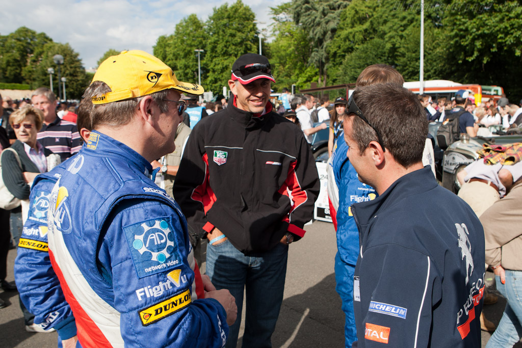 RML, Greaves and Peugeot drivers chat    - 2011 24 Hours of Le Mans