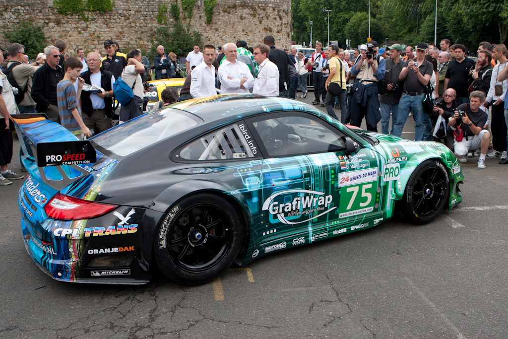 Striking livery - Chassis: WP0ZZZ99Z8S799928  - 2011 24 Hours of Le Mans