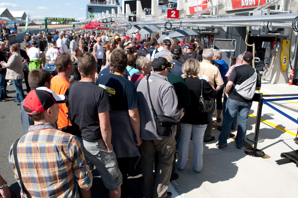 The line for Audi    - 2011 24 Hours of Le Mans