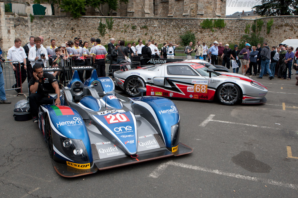 Waiting for a ride back - Chassis: 09S-05   - 2011 24 Hours of Le Mans