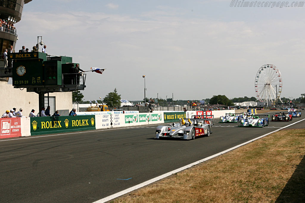 1 second into the race - Chassis: 103 - Entrant: Audi Sport Team Joest  - 2006 24 Hours of Le Mans