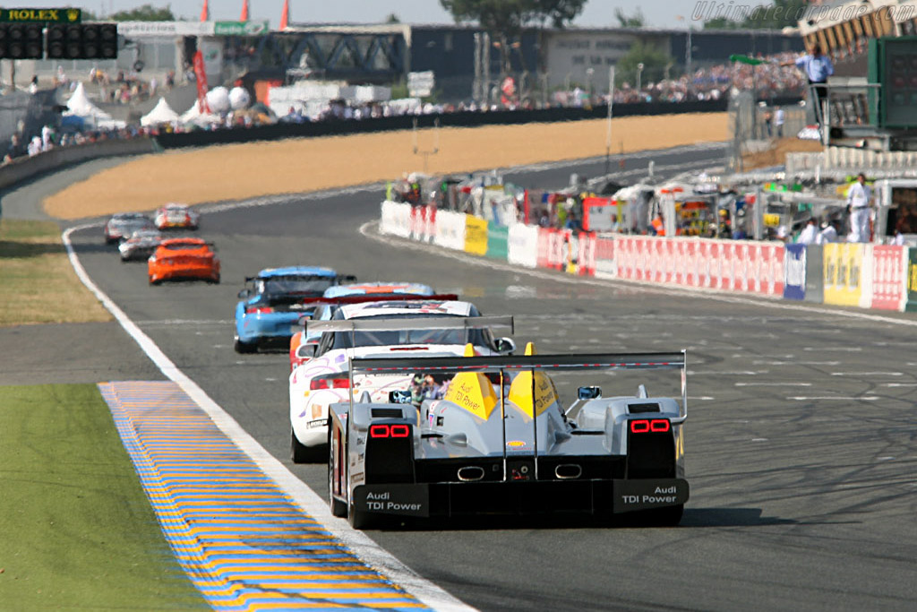 Audi eating up the first backmarkers - Chassis: 103 - Entrant: Audi Sport Team Joest  - 2006 24 Hours of Le Mans
