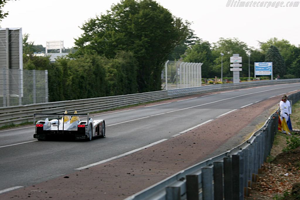 Down Mulsanne: a tunnel of Armco - Chassis: 103 - Entrant: Audi Sport Team Joest  - 2006 24 Hours of Le Mans