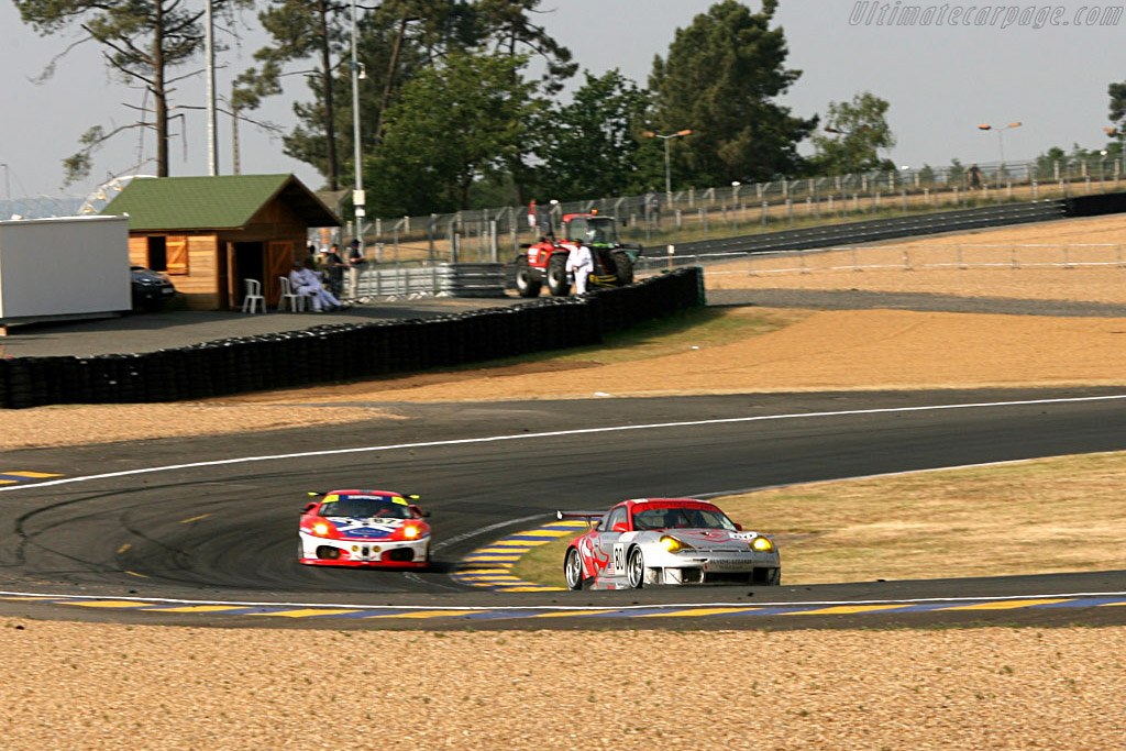 Eternal rivals - Chassis: WP0ZZZ99Z5S693062 - Entrant: Flying Lizards Motorsport  - 2006 24 Hours of Le Mans