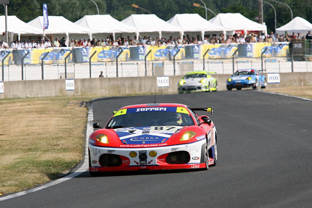 Ferrari leading in the Porsche Curves - Chassis: 2418 - Entrant: Scuderia Ecosse  - 2006 24 Hours of Le Mans