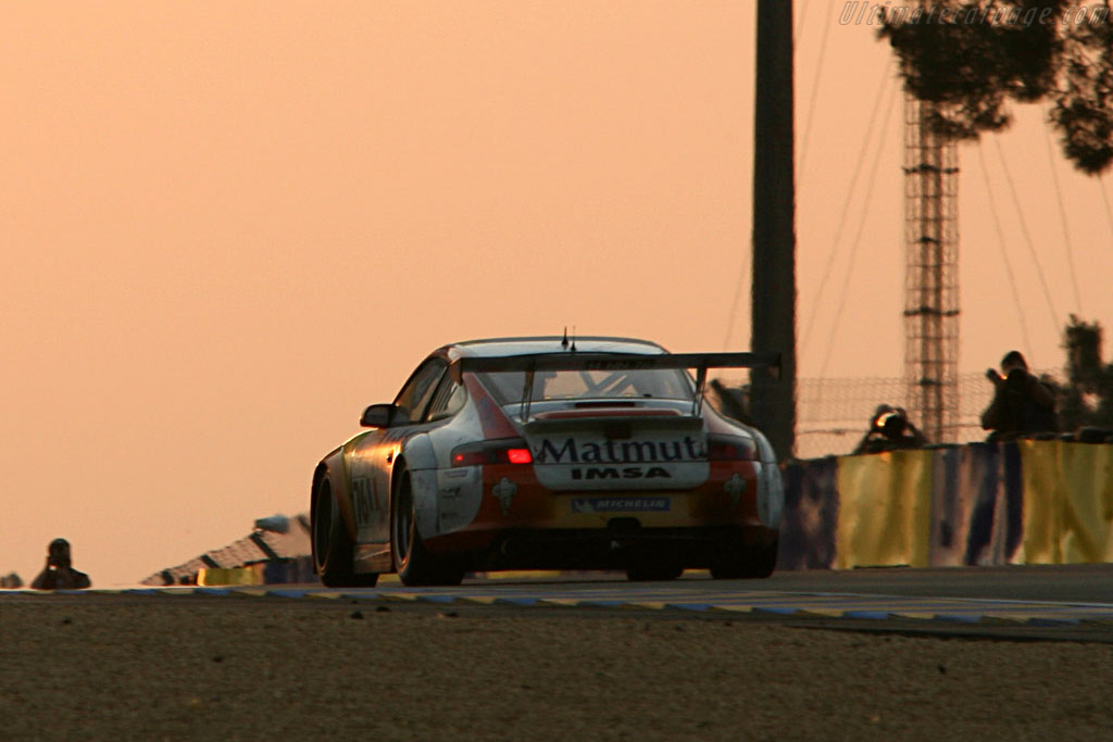 Good morning! - Chassis: WP0ZZZ99Z4S693066 - Entrant: IMSA Performance Matmut  - 2006 24 Hours of Le Mans