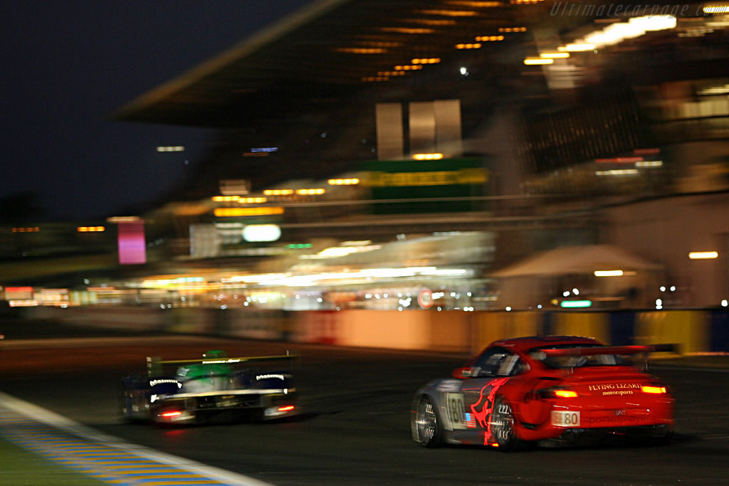 Into the night - Chassis: WP0ZZZ99Z5S693062 - Entrant: Flying Lizards Motorsport  - 2006 24 Hours of Le Mans