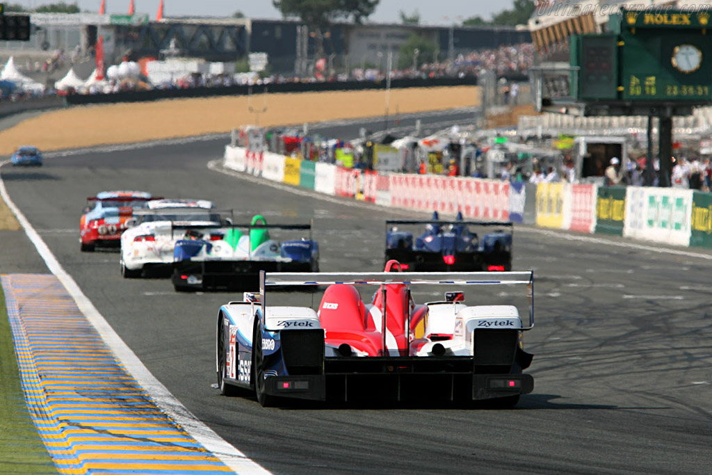 Lapping and getting lapped - Chassis: 06S-04 - Entrant: Zytek Engineering  - 2006 24 Hours of Le Mans