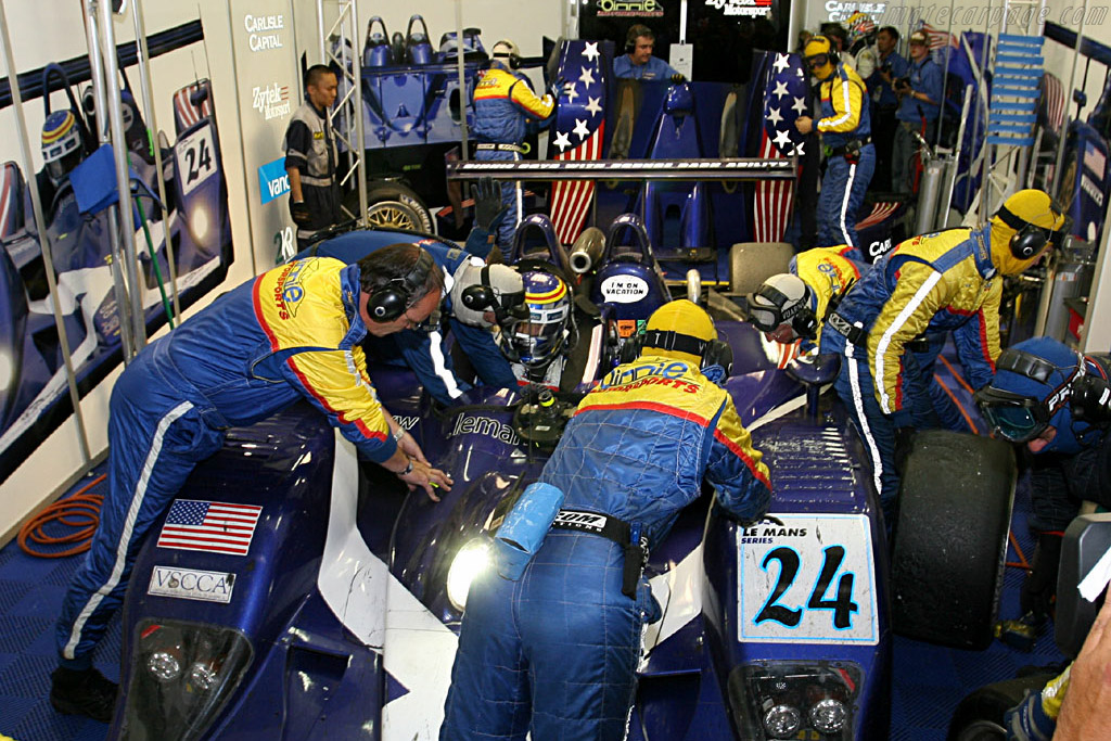 Now where did we leave the keys? - Chassis: B0540-HU02 - Entrant: Binnie Motorsports  - 2006 24 Hours of Le Mans