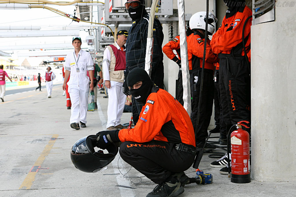 Still unaware of upcoming Porsche problems    - 2006 24 Hours of Le Mans