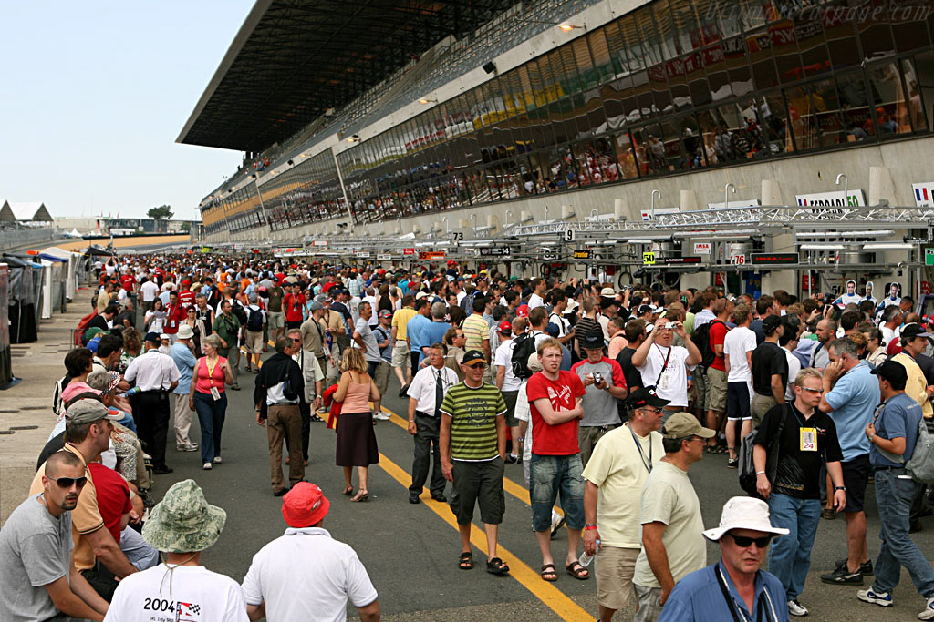 The fans took over on Friday    - 2006 24 Hours of Le Mans