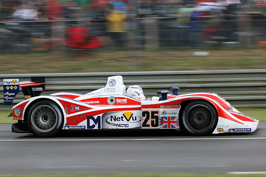 A difficult start for Andy Wallace - Chassis: B0540-HU05 - Entrant: RML  - 2007 24 Hours of Le Mans