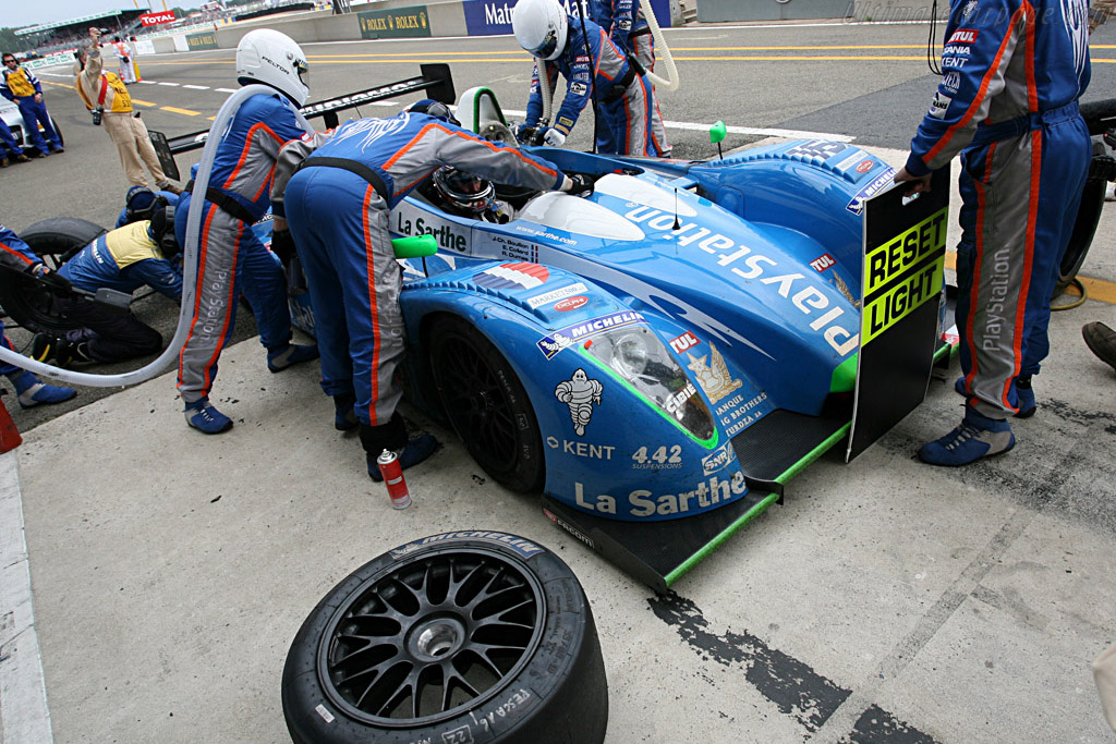 Dumas gets fuel and tires - Chassis: 01-05 - Entrant: Pescarolo Sport  - 2007 24 Hours of Le Mans