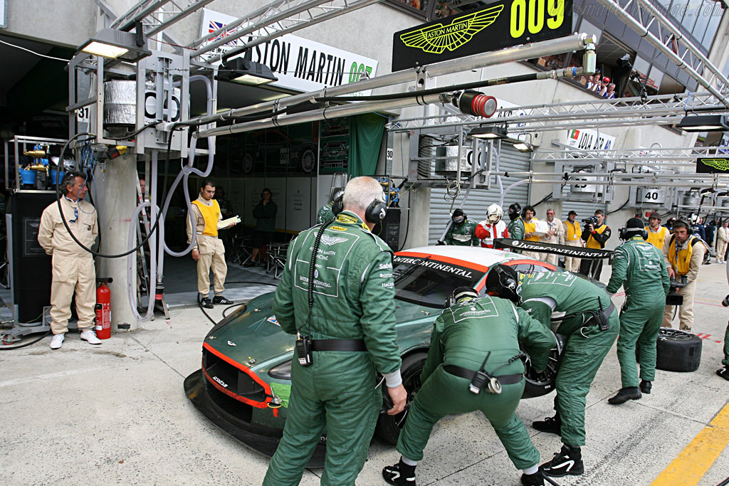 Fresh rubber for 007 - Chassis: DBR9/7 - Entrant: Aston Martin Racing  - 2007 24 Hours of Le Mans