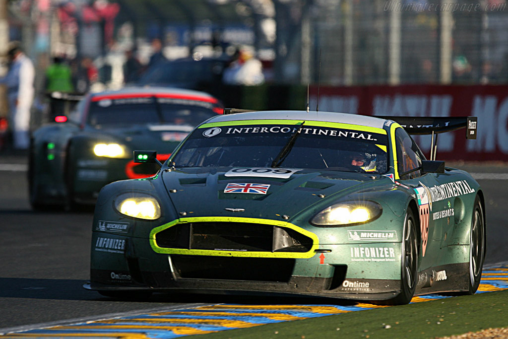 GT1 leaders still nose to tail - Chassis: DBR9/10 - Entrant: Aston Martin Racing  - 2007 24 Hours of Le Mans