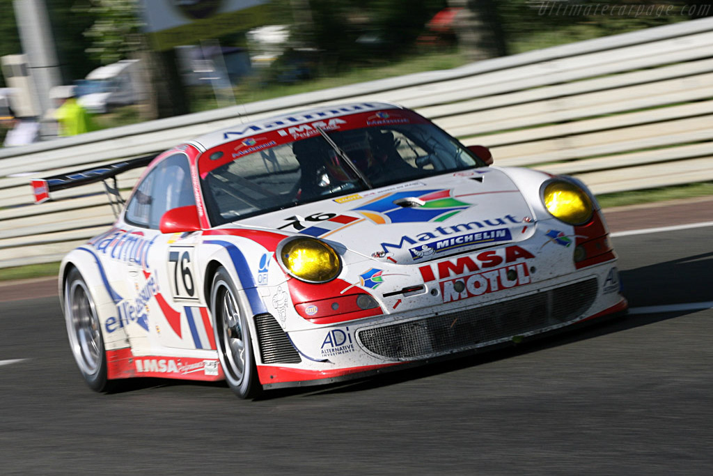 Into the Playstation chicane - Chassis: WP0ZZZ99Z7S799923 - Entrant: IMSA Performance Matmut - 2007 24 Hours of Le Mans