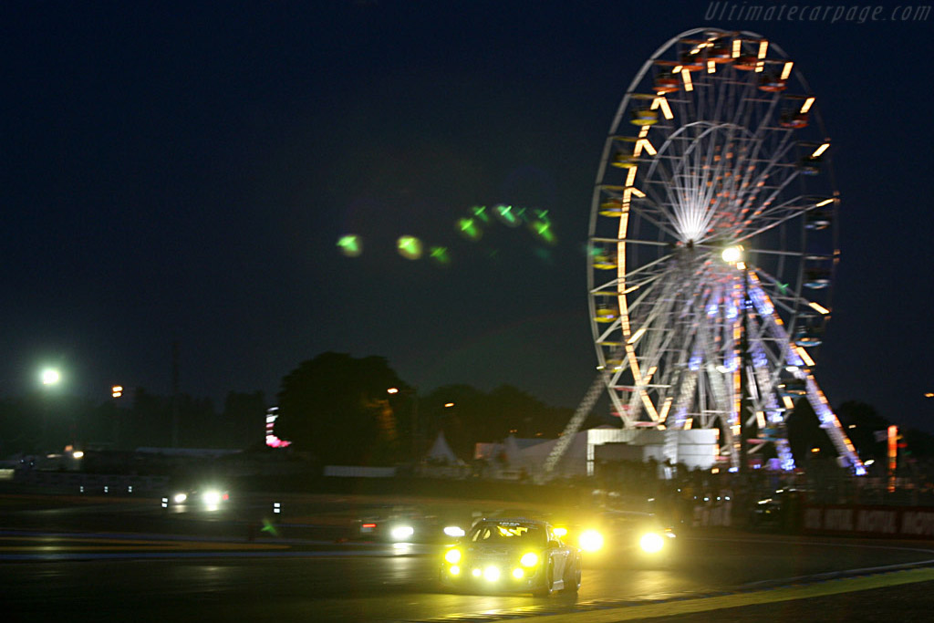 Into the night - Chassis: WP0ZZZ99Z7S799923 - Entrant: IMSA Performance Matmut  - 2007 24 Hours of Le Mans