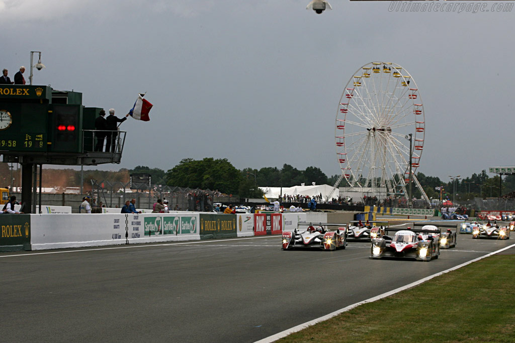 Off they go - Chassis: 908-03 - Entrant: Team Peugeot Total  - 2007 24 Hours of Le Mans