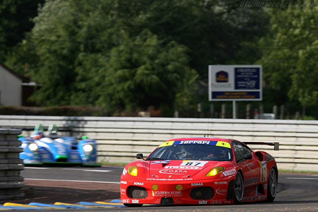 Scuderia Ecosse into the chicane - Chassis: 2418 - Entrant: Scuderia Ecosse  - 2007 24 Hours of Le Mans