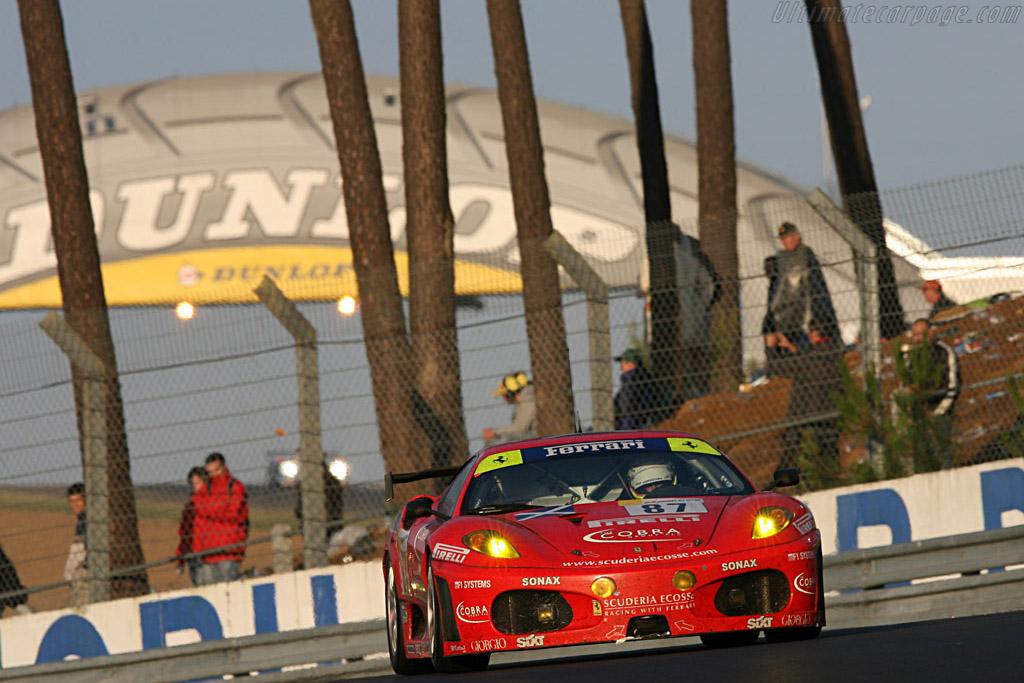 The iconic Dunlop bridge - Chassis: 2418 - Entrant: Scuderia Ecosse  - 2007 24 Hours of Le Mans