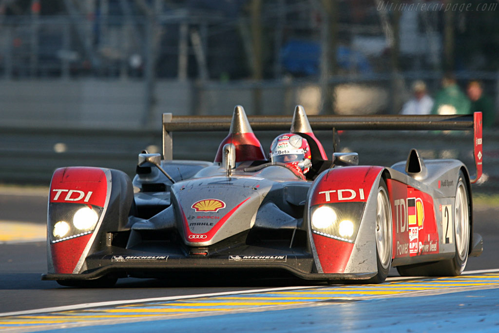 The left rear wheel still looks firmly secured - Chassis: 204 - Entrant: Audi Sport North America  - 2007 24 Hours of Le Mans
