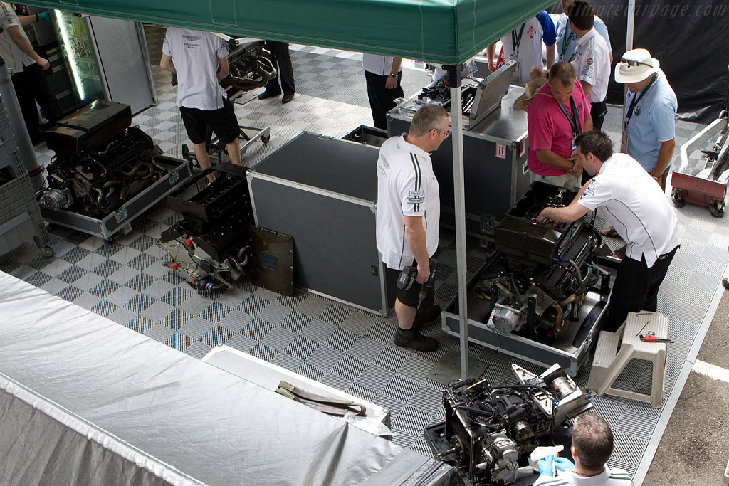 Aston Martin engine preparations    - 2008 24 Hours of Le Mans
