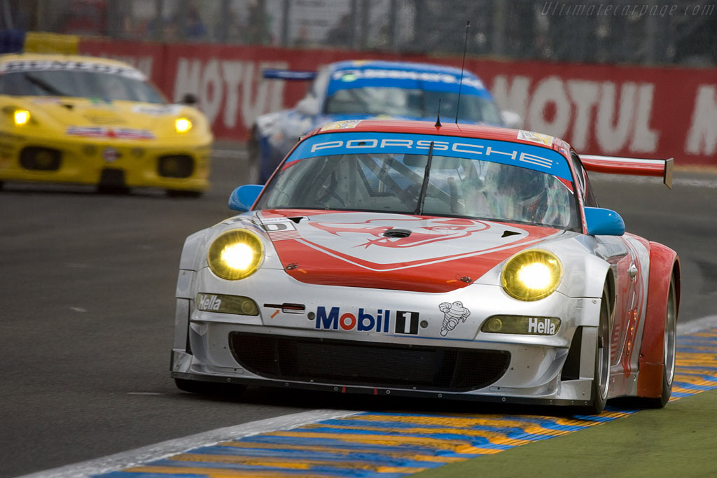 Flying into the GT2 lead - Chassis: WP0ZZZ99Z8S79914 - Entrant: Flying Lizards Motorsport  - 2008 24 Hours of Le Mans