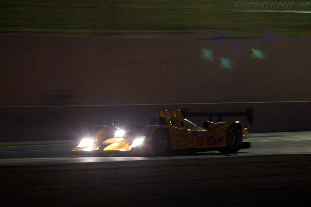 Into the night - Chassis: B0610-HU07 - Entrant: Chamberlain Synergy  - 2008 24 Hours of Le Mans