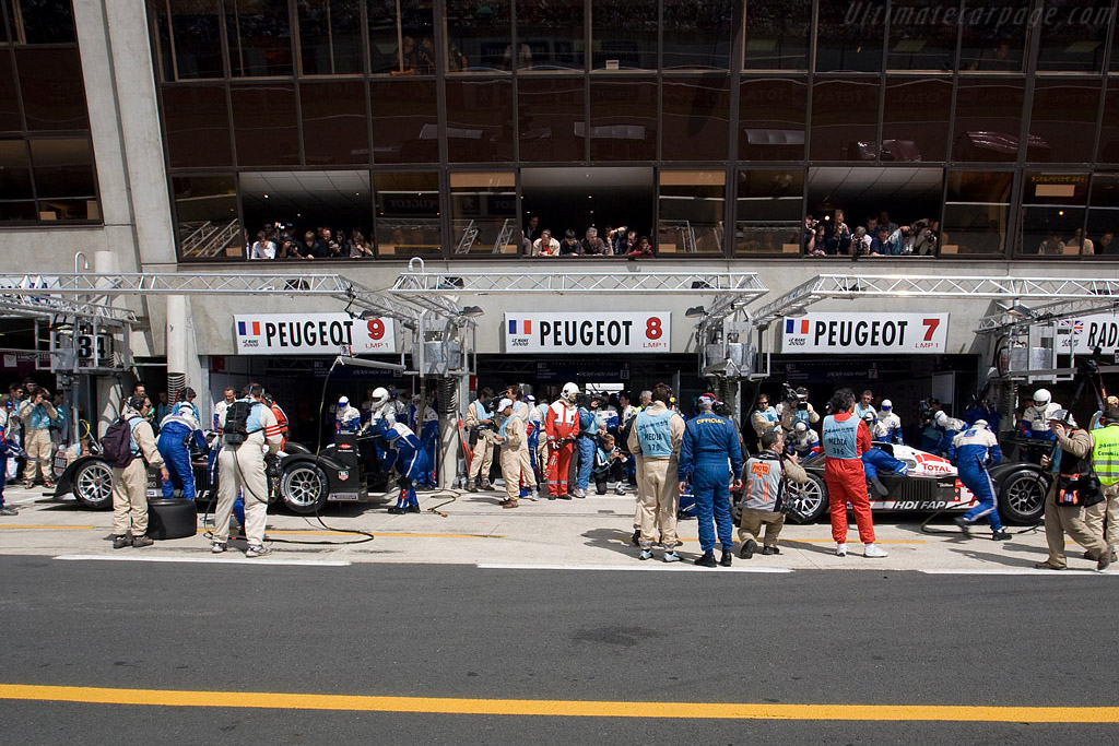 This is where they lost it .. - Chassis: 908-04 - Entrant: Peugeot Sport Total  - 2008 24 Hours of Le Mans