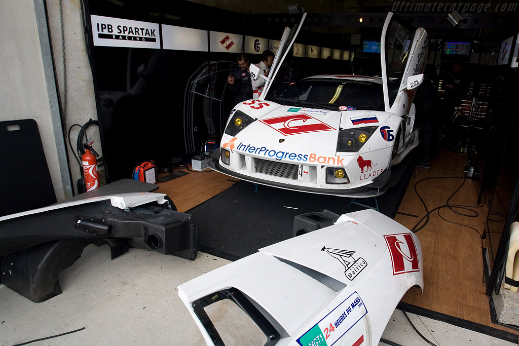 This would become a familiar sight - Chassis: LA01064 - Entrant: Interprogressbank Spartak Racing  - 2008 24 Hours of Le Mans