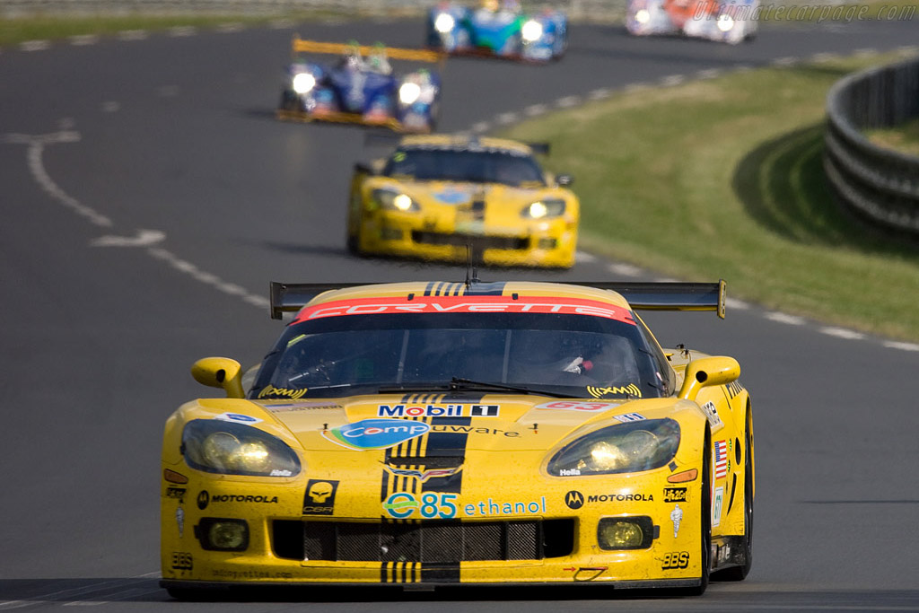 Thundering along - Chassis: 007 - Entrant: Corvette Racing  - 2008 24 Hours of Le Mans