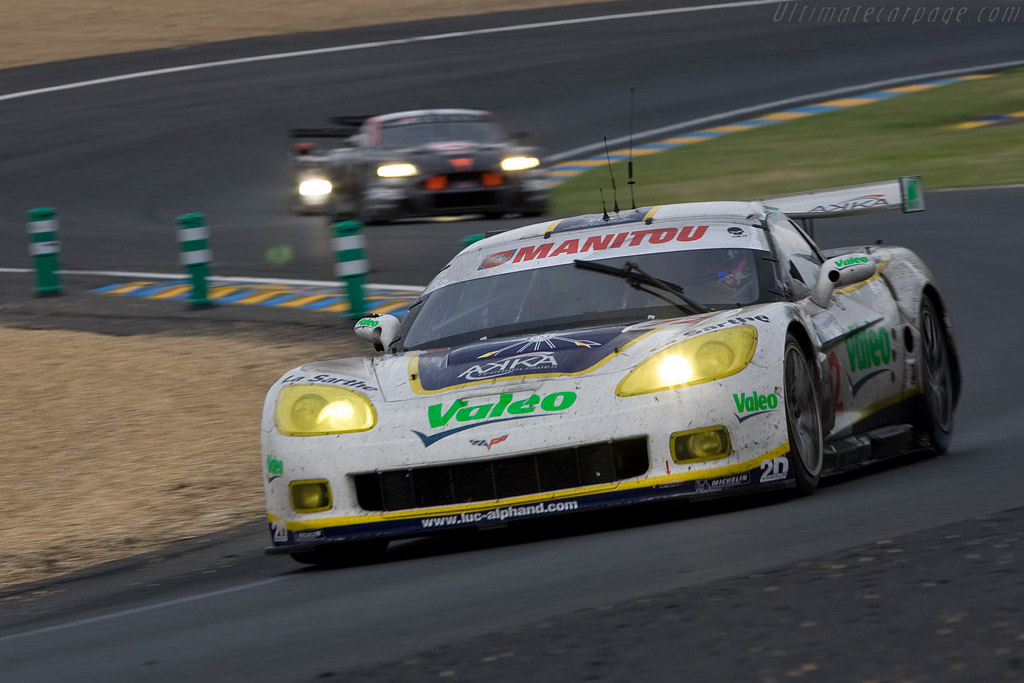 Two Le Mans Series rivals - Chassis: 003 - Entrant: Luc Alphand Adventures  - 2008 24 Hours of Le Mans