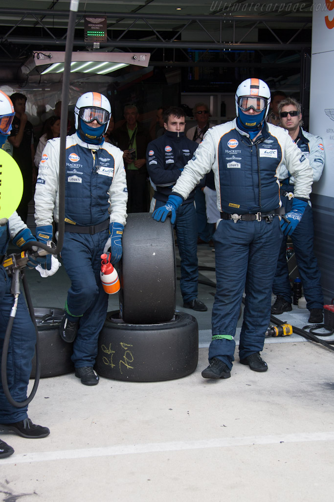 Aston Martin crew    - 2012 24 Hours of Le Mans