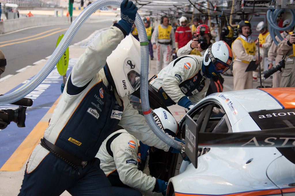 Aston Martin fuel stop - Chassis: GTE-001   - 2012 24 Hours of Le Mans