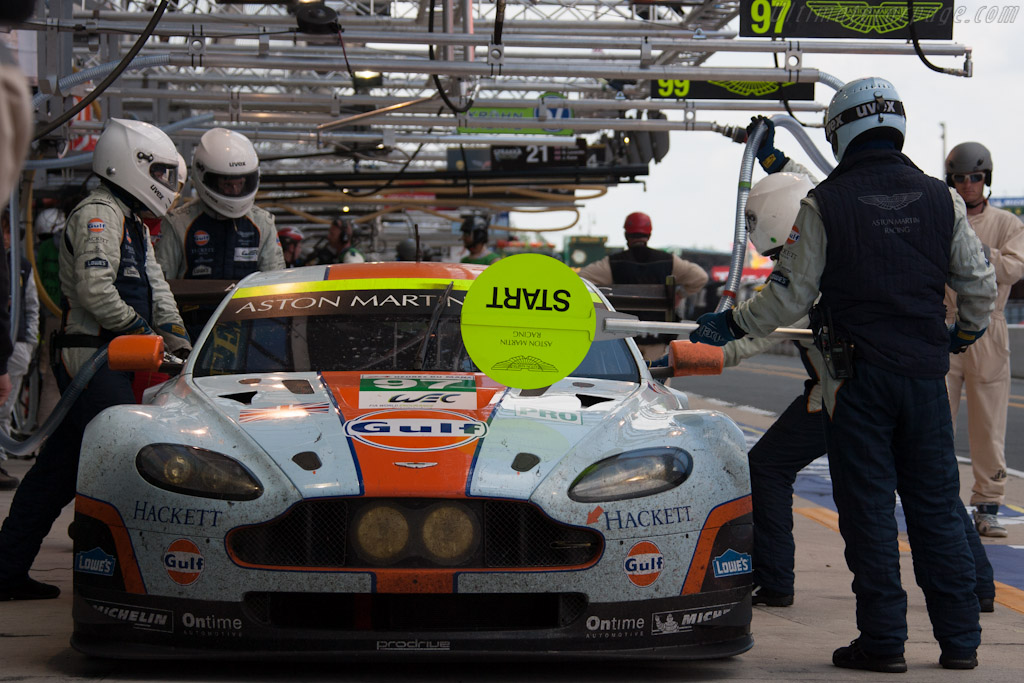 Aston Martin stop    - 2012 24 Hours of Le Mans